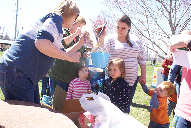 Pec Woman's Club hosts Easter Egg Hunt
